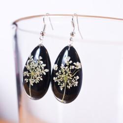 kolczyki z kwiatów,srebra i żywicy - Kolczyki - Biżuteria